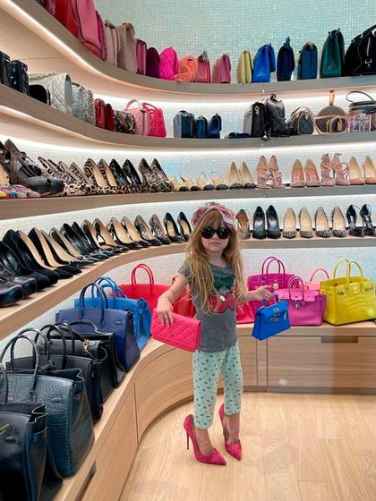 El vestidor de Wanda Nara. Según los investigadores, se llevaron algunas de sus pertenencias, por ejemplo, varios vestidos (Instagram: @wanda_icardi)