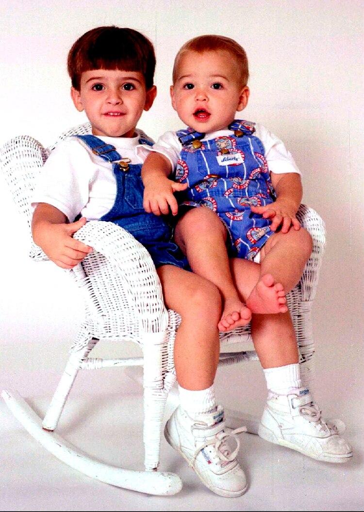 Michael Daniel Smith y su hermano Alexander Tyler Smith. Las víctimas (Reuters)