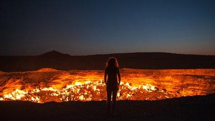 """""""La puerta del infierno"""" se convirtió en una atracción turística y en recursos económicos para los habitantes de la zona (Shutterstock)"""