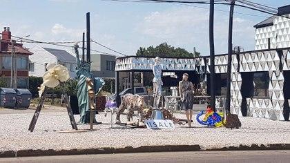 Estatuas temáticas realizadas por artistas plásticos están a la venta (GM Press)