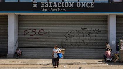 Día de paro en el ferrocarrill Sarmiento (Fotos Adrián Escándar)