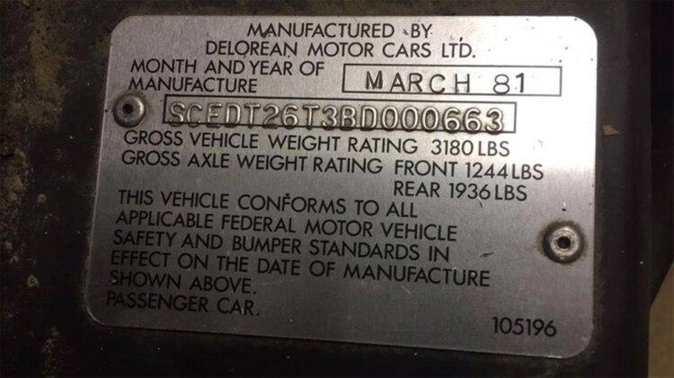 El año de fabricación en la chapa del DeLorean DMC-12: 1981.
