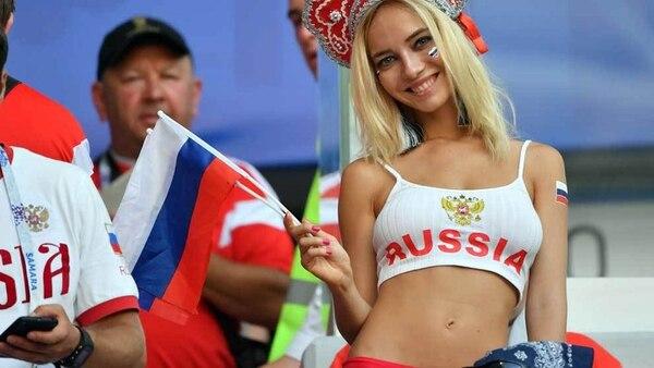 Natalya Nemchinova es la hincha más famosa de Rusia en la Copa Mundial de la FIFA 2018 (AFP)