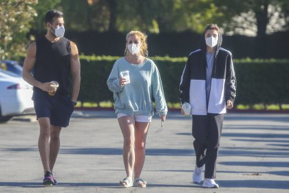 Britney Spears con su novio Sam Asghari y uno de sus hijos en Los Ángeles (The Grosby Group)