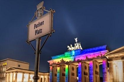 """La Puerta de Brandeburgo es la emblemática y antigua """"puerta de entrada"""" a la gran ciudad de Berlín."""