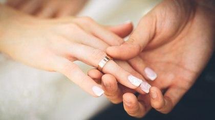 En la mayoría de los países occidentales, la creencia de la importancia de la monogamia es fuerte, sin embargo, relativamente pocas personas realmente discuten con su pareja lo que la monogamia implica
