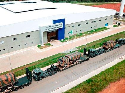 Los Astros II Mk6 preparados para el transporte a la zona de maniobras (Ministerio de Defensa de Brasil)