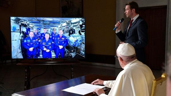 Resultado de imagen de papa francisco estacion espacial