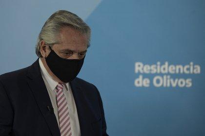 Alberto Fernández está muy preocupado por la velocidad con la que se registran los nuevos casos de coronavirus (EFE/Juan Mabromata/Archivo)