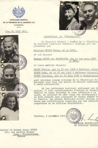 Una de las cédulas que emitió Castellanos otorgando la ciudadanía salvadoreña a una familia judía para salvar su vida