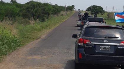 La larga fila de autos reclamando en la ruta entrerriana