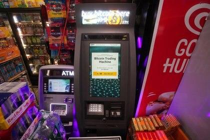 """Un """"cajero automático de Bitcoin"""" en Nueva York. Foto: REUTERS/Carlo Allegri"""