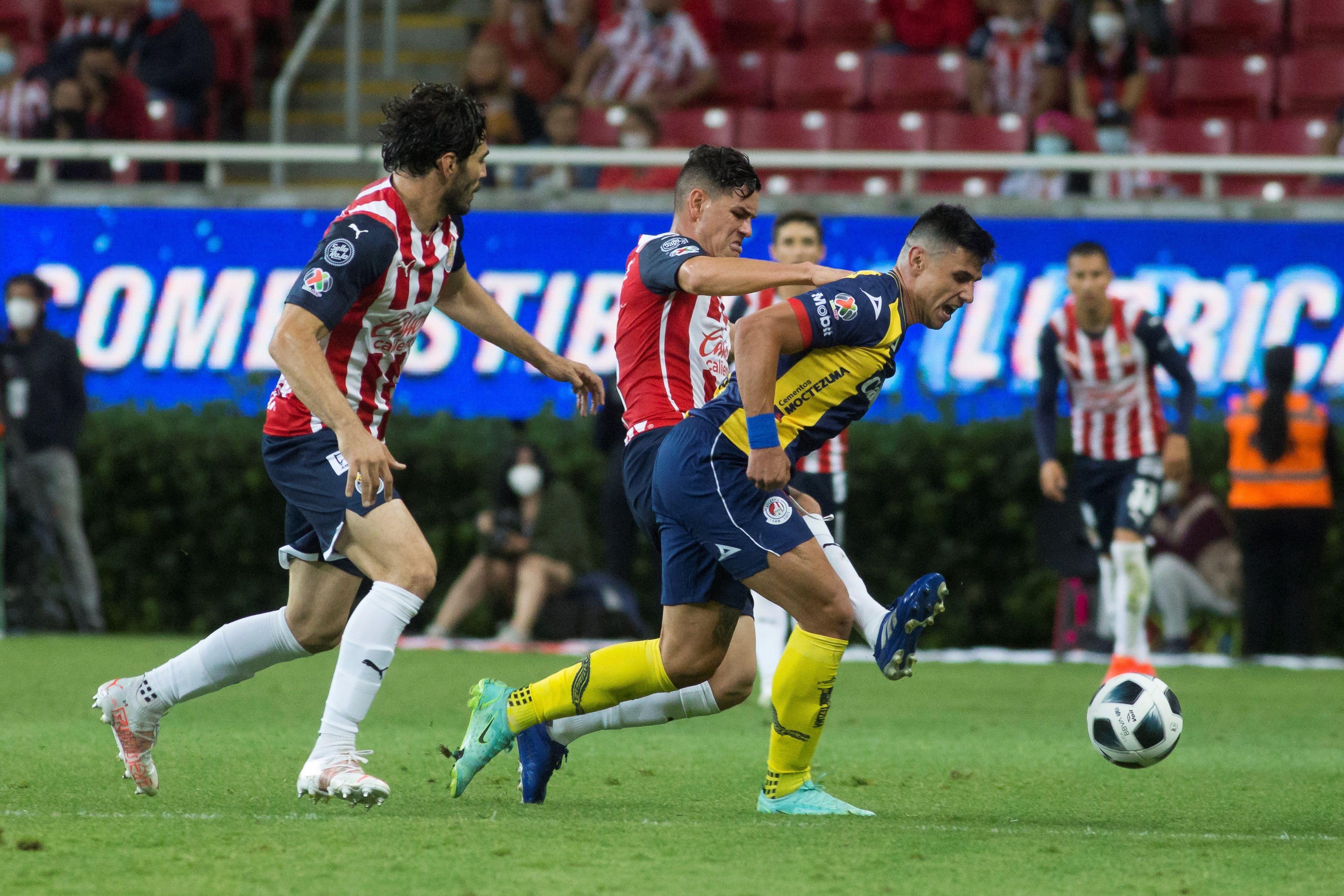 El presente deportivo de Chivas les pasa factura en redes sociales. Los aficionados no esconden su descontento: (Foto: Francisco Guasco/EFE)