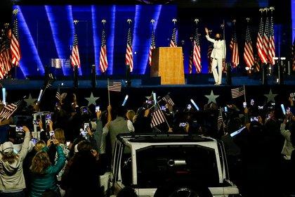 Partidarios de Joe Biden se reunieron en el Chase Center para escuchar los discursos del presidente electo y de la vicepresidenta electa Kamala Harris (REUTERS/Jim Bourg)