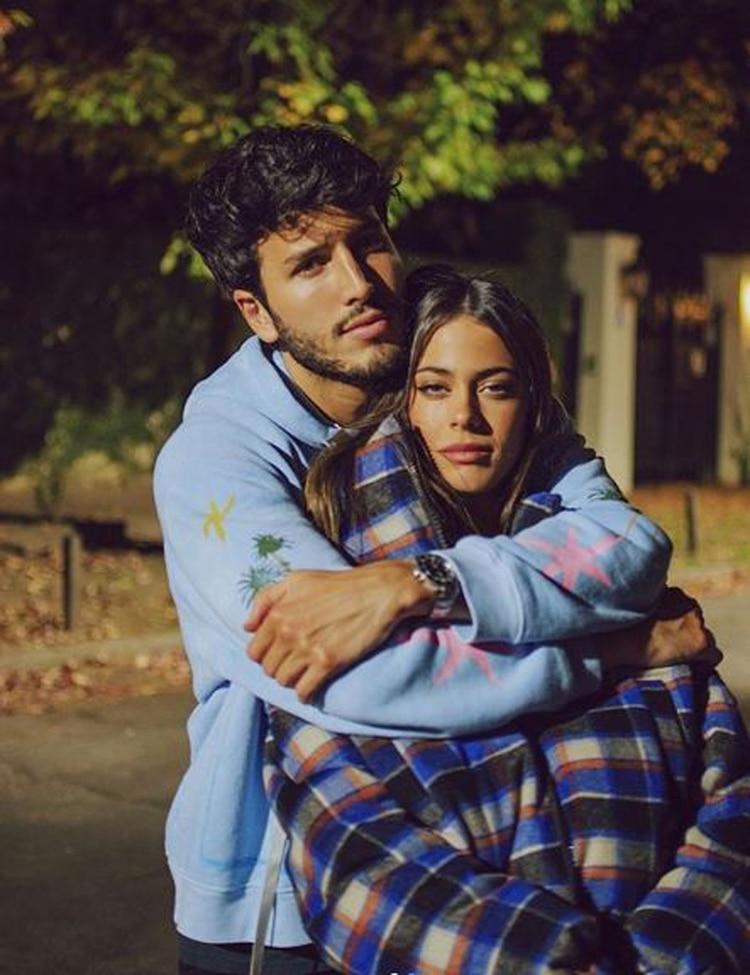 """Tini Stoessel y Sebastián Yatra confirmaron su romance a través de las redes sociales. """"Te amo, te amo"""" escribió la cantante en su Instagram"""