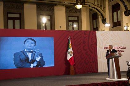 De forma abrupta, Andrés Manuel López Obrador, termino la conferencia de cada mañana, con el fallecimiento del compositor (Foto: Cuartoscuro)