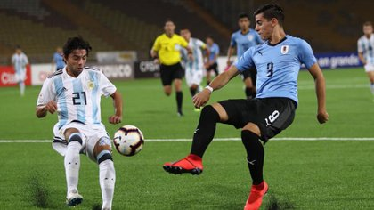 Uruguay goleó por 3 a 0 a Argentina en la fase de grupos del Sudamericano Sub 17 gracias a los goles de Juan Manuel Gutiérrez, Cristian Olivera y Mathías Ocampo (@sub17Peru2019)