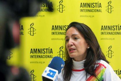 En la imagen un registro de la directora ejecutiva de Amnistía Internacional en Perú, Marina Navarro, durante una entrevista con Efe, en Lima (Perú). EFE/Stringer/Archivo