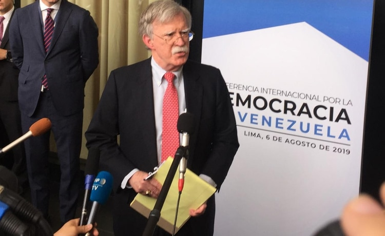 Bolton, en conferencia de prensa