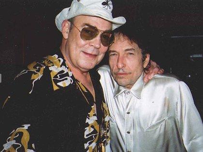 Thompson junto a Bob Dylan. En su funeral sonó Mr. Tambourine