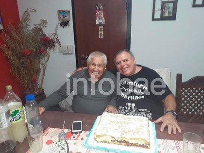 Oscar Montillo y su hijo Walter Oscar, abuelo y papá del futbolista: ambos murieron en los últimos días en medio de la pandemia