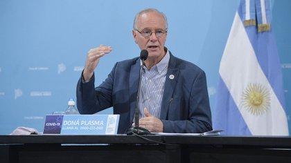 El  ministro de Salud bonaerense, Daniel Gollán, anunció que se crearán nuevos centros de aislamiento para casos leves de COVID-19. (Foto NA)