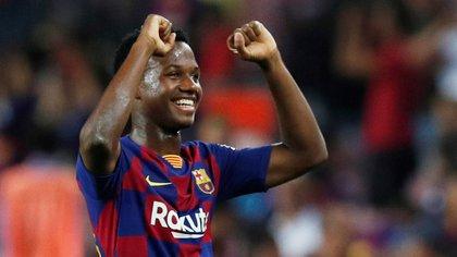 El joven de 16 años sorprendió por su atrevimiento en el Barcelona (REUTERS)