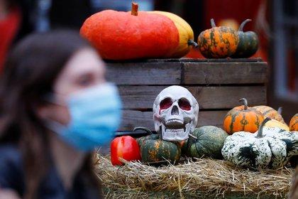 Los manizaleños tendrán toque de queda durante la celebración de Halloween debido a la pandemia. REUTERS/Fabrizio Bensch