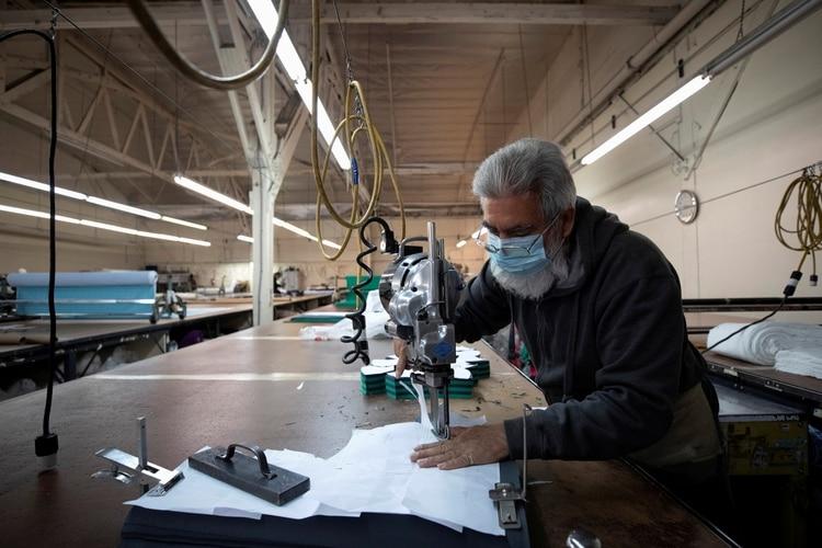 El distanciamiento en las fábricas es uno de los cambios que, dicen los expertos, llegó para quedarse
