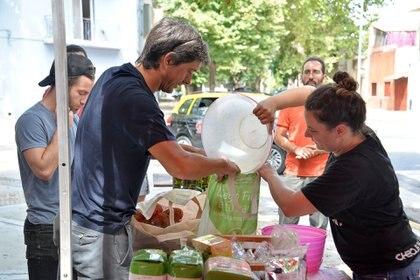 La UTT, que comenzó con 30 productores y hoy representan a 14 mil familias en todo el país, llega directo a 7000 vecinos del Gran Buenos Aires (Cora Lia Fico)