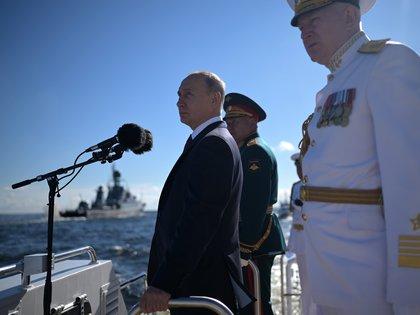 Rusia: Putin desafía al COVID-19 con masivos desfiles militares