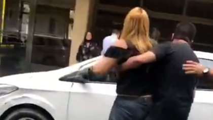La agresora fue detenida por actos discriminatorios y lesiones
