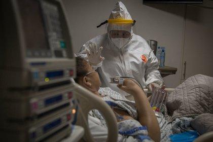 Aunque luego de la primera infección dio negativo en dos pruebas de control, en cuestión de días el joven de Nevada volvió a presentar síntomas, y más graves. (OMAR MARTÍNEZ/CUARTOSCURO.COM)