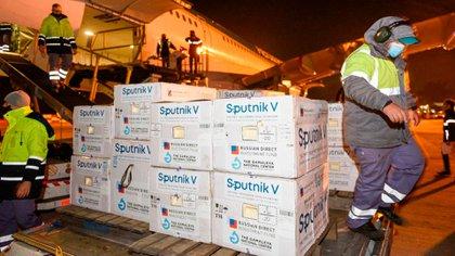 Llegó al país un nuevo vuelo con 500 mil dosis de vacunas Sputnik V