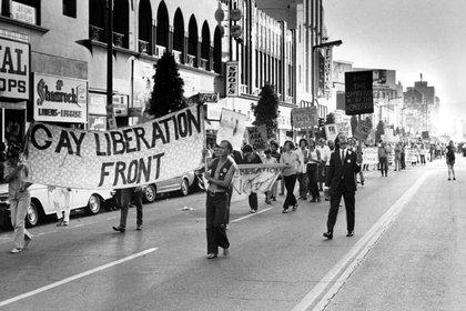 Otras ciudades de EEUU también tuvieron sus desfiles del Orgullo en 1970. El 29 de junio una multitud marchó por el Hollywood Boulevard en Los Ángeles, California
