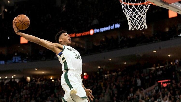 Giannis Antetokounmpo buscará repetir el título de Jugador Más Valioso de la NBA y llevar a los Bucks a pelear por el título (Reuters)