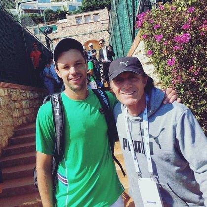 Con Vilas, un amigo personal de su padre (Foto: @horaciozeballos)