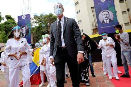 Juan Guaidó participó de un acto en homenaje a los trabajadores de la salud en Caracas (REUTERS/Manaure Quintero)