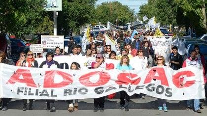 ADOSAC, el gremio que representa a la mayoría de docentes de Santa Cruz, está en pleno conflicto