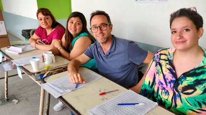Galperín trabajando de fiscal, este domingo de elecciones presidenciales (@marcos_galperin)