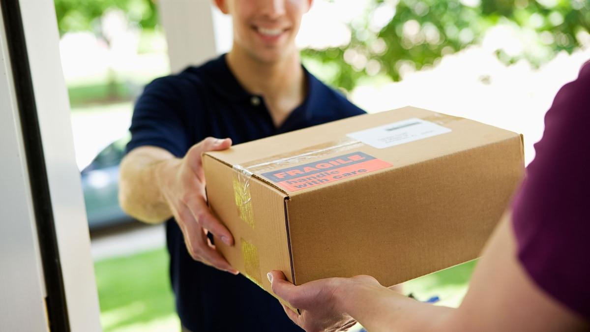 """Preparan el nuevo """"puerta a puerta"""": el límite anual para comprar online en el exterior pasaría de USD 25 a USD 600"""