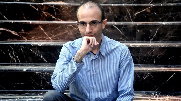 """Yuval Harari: """"Hoy la religión más exitosa es el consumo"""""""