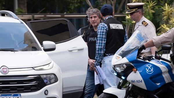 La imagen de Amado Boudou detenido, antes de ser trasladado a Comodoro Py (Adrián Escandar)