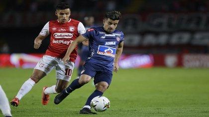 Sherman Cárdenas será nuevo refuerzo de Independiente Santa Fe. El volante santandereano de 31 años llega al club bogotano proveniente de Junior de Barranquilla / (Twitter: @SantaFe).