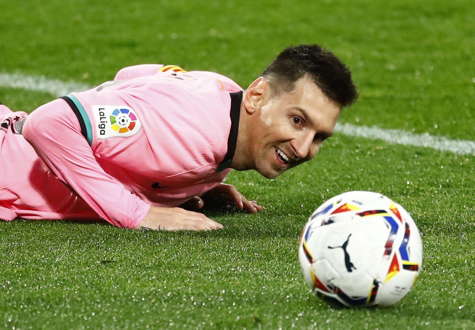 El regreso del fútbol sin público, otro de los temas que tocó Messi (REUTERS/Juan Medina)