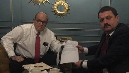 Giuliani en una reunión con un abogado ucraniano