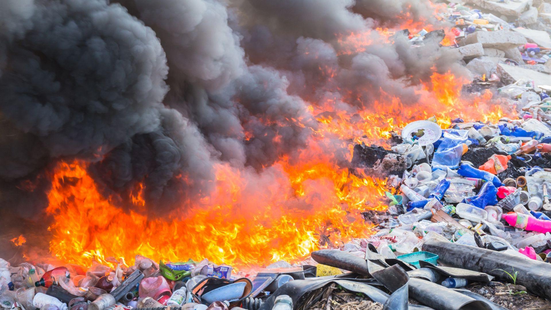 La quema de plásticos supone un grave daño a la atmósfera (ONU)