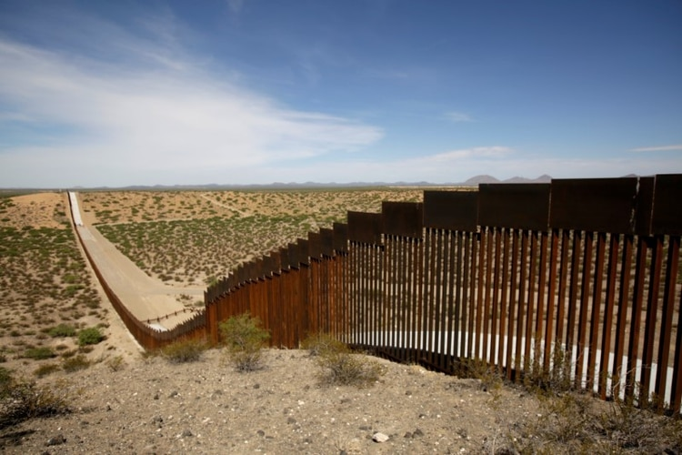 Imagen de archivo de un tramo de una nueva valla fronteriza entre EEUU y México en Ascension, Mexico. 28 de agosto de 2019. REUTERS/Jose Luis Gonzalez