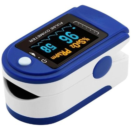 El oxímetro  es un dispositivo electrónico que se coloca en el dedo para registrar de forma indirecta el porcentaje de oxigenación en la sangre de los seres humanos. (Foto: Twitter@itelloarista)