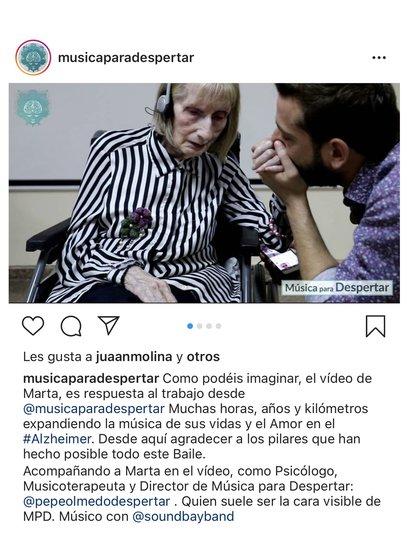 Pepe Olmedo besa la mano de Marta Cinta